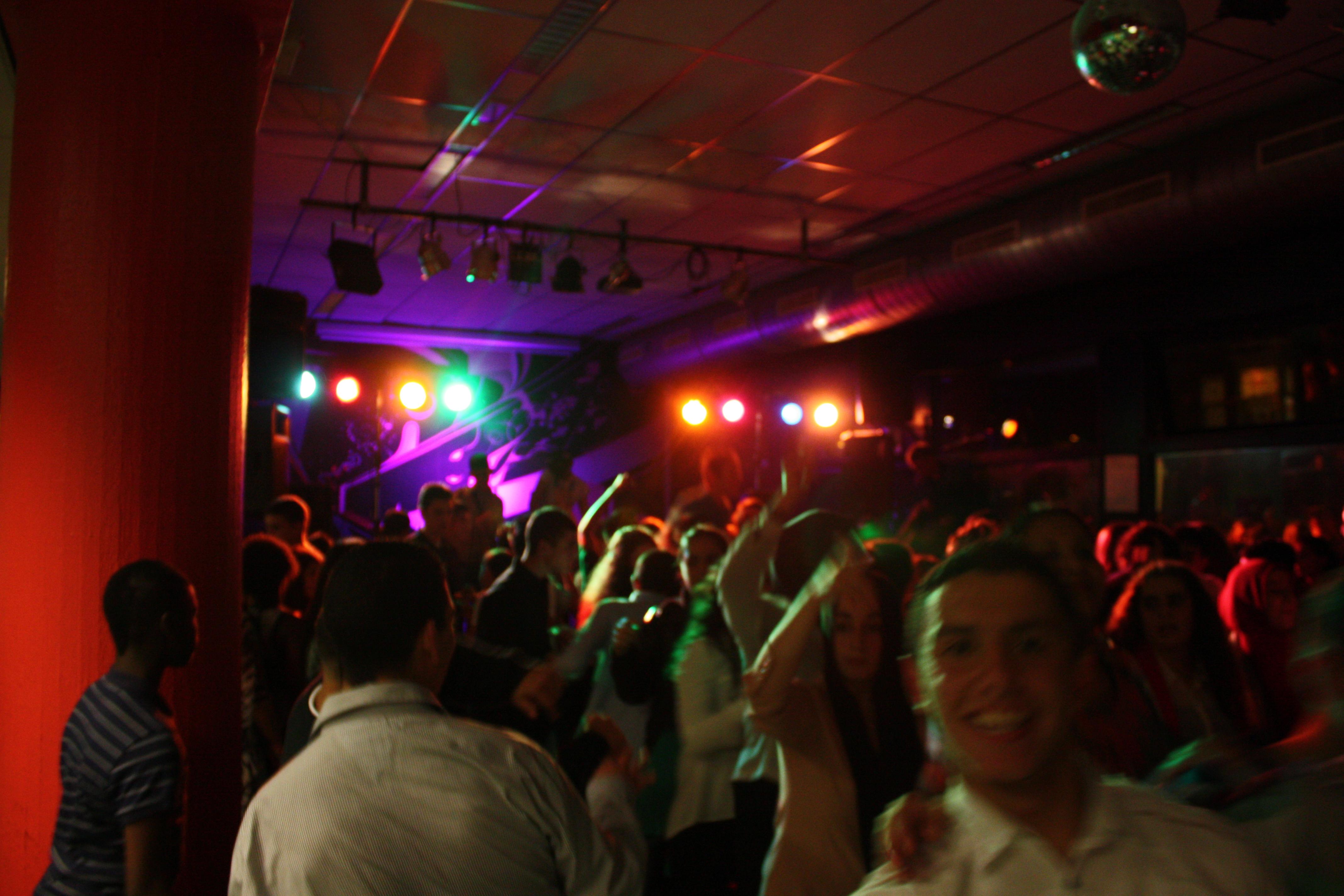 DiscoCrew Drive-in Show Den Haag verzorging schoolfeest licht geluid feestgangers carnaval