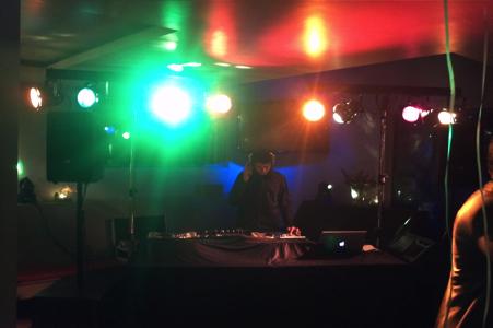 Discocrew drive-in show dj schoolfeest feest disco sweet sixteen huren inhuren bruiloft den haag zuid-holland licht geluid